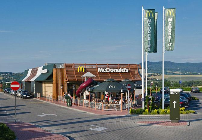 7. На 4-м месте Макдональдс. В крупнейшей сети ресторанов быстрого питания трудится 1,9 миллиона чел