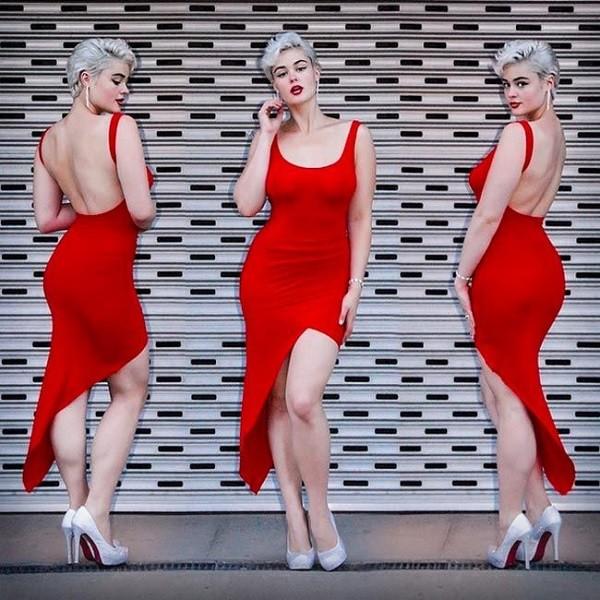 В основном девушка фотографируется в нижнем белье, которое прекрасно подчеркивает ее формы. Она публ