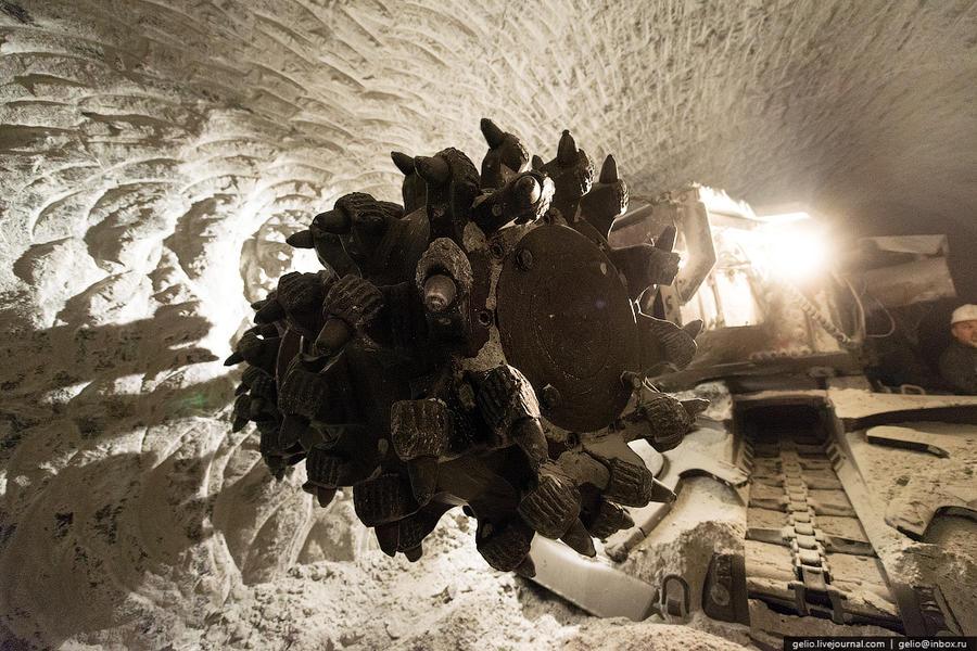 17. Для проходки в руднике задействовано 9 проходческих комбайнов (Sandvik MR 620 и MR360) Комбайн п
