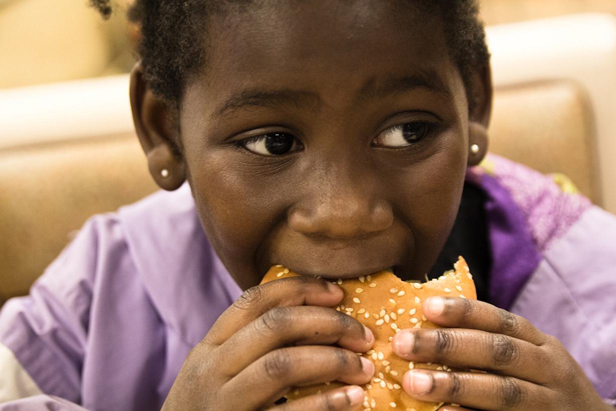 Во Франции поспешное поглощение пищи считается дурным тоном. Окружающие будут смотреть на вас с