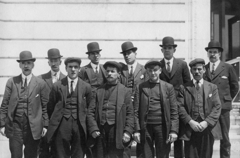 Родственники ждут выживших пассажиров «Титаника» в Саутгемптоне, 29 апреля 1912 года.