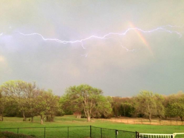 Два редких метеорологических явления, которые одновременно появились на небе. «Голова дракона»