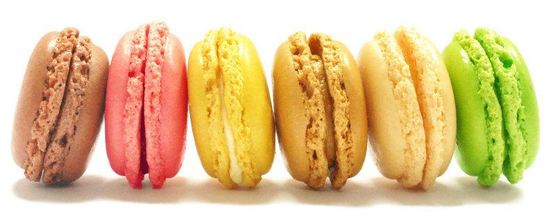 Мягкий французский десерт с гладкой поверхностью тает во рту. Об авторстве лакомства французы спорят