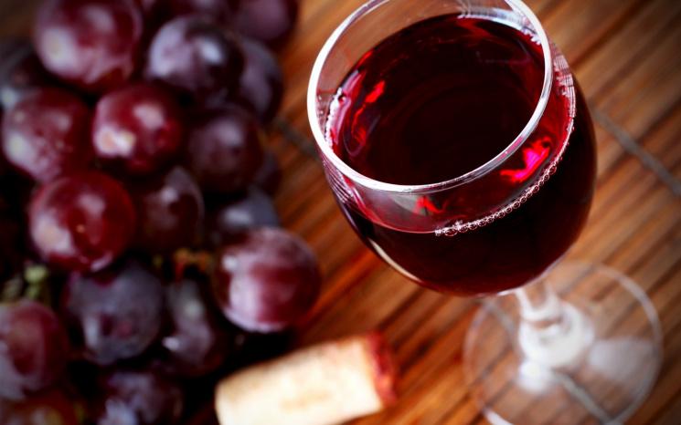 Содержащееся вкрасном вине вещество сдерживает старение мозга