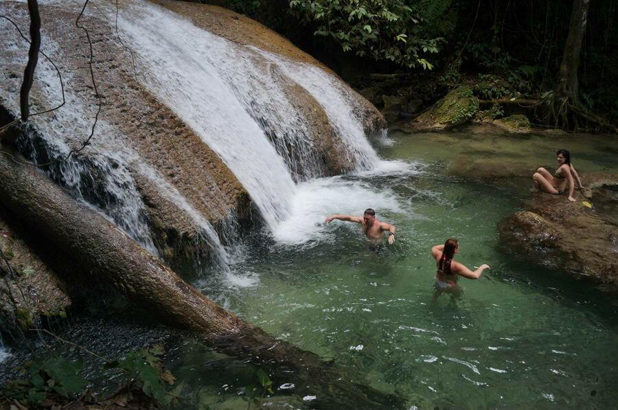Купаемся в водопаде Салопа