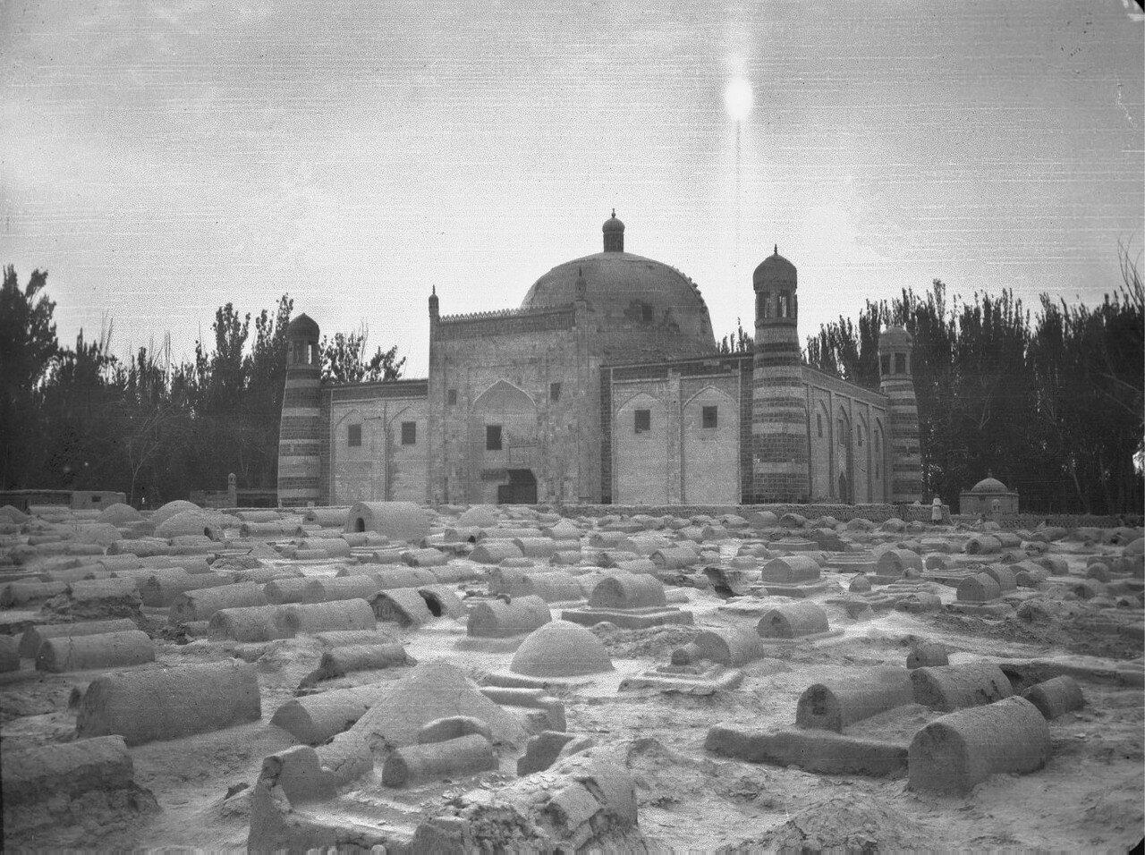 Окрестности Кашгара. Мечеть и могилы возле Кашгара