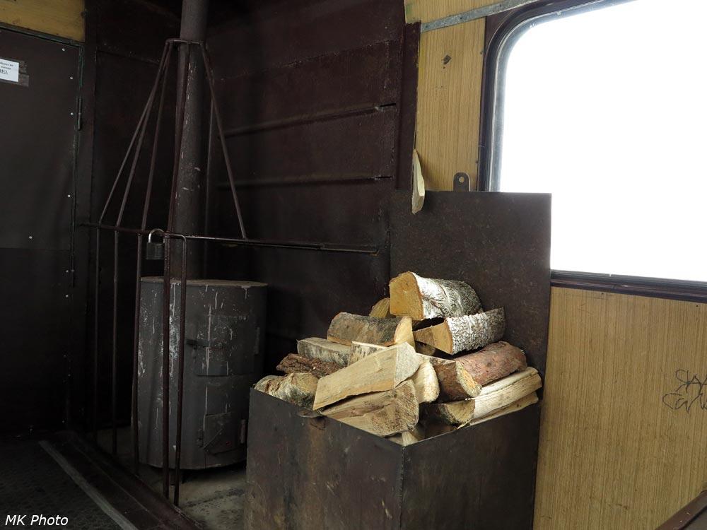 В вагоне узококолейки