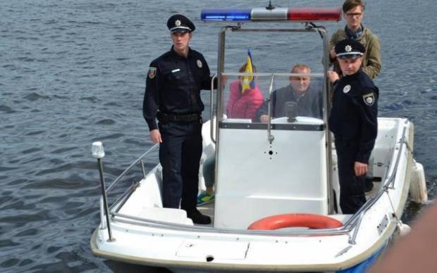 В Днепре рыбинспектор навеселе відтікав лодкой от годовых правоохранителей