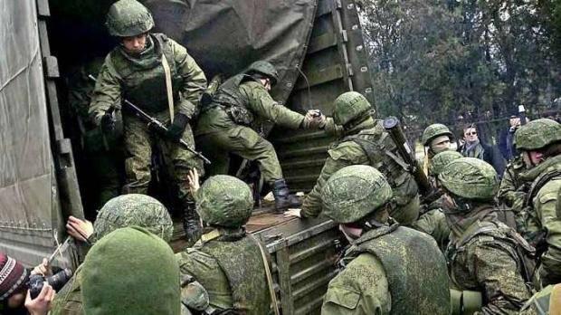 """Никто не знает, на что решится сумасшедший фюрер, но подготовка идет: """"Масштабный конфликт с Украиной может начаться в течение ближайших недель"""", - эксперт из РФ"""