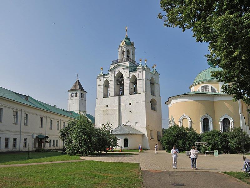 На территории кремля - монастыря в Ярославле