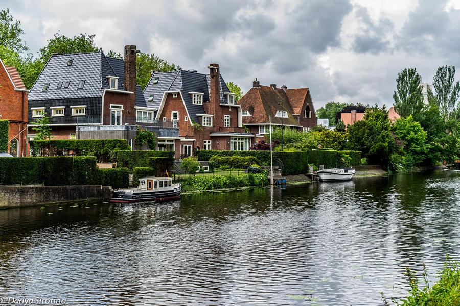 10. И это тоже Амстердам. По-моему, так выглядит роскошь: жить в городе, но рядом с водой, и держать