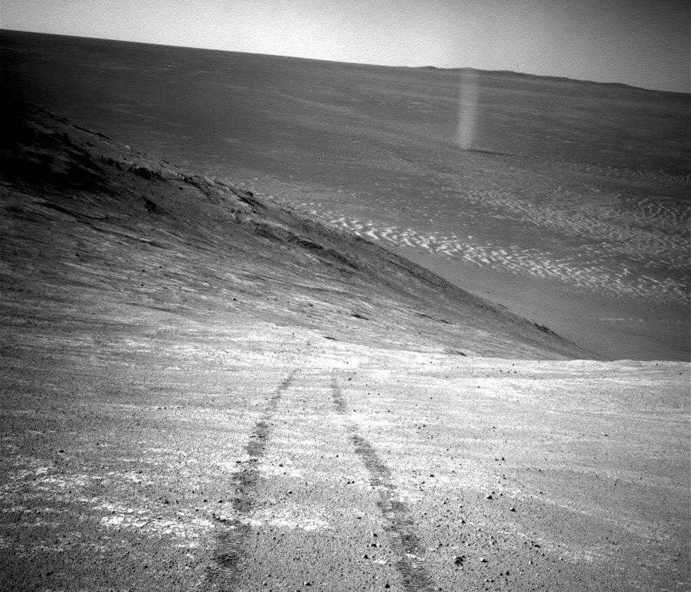 11. Песчаные дюны на Марсе в районе Olympia Undae. Особенностями поверхностного рельефа Марса м