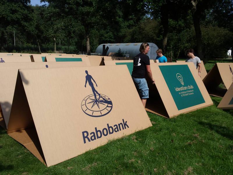 Картон, из которого состоит палатка, легко перерабатывается. Поэтому после фестиваля ее можно сразу