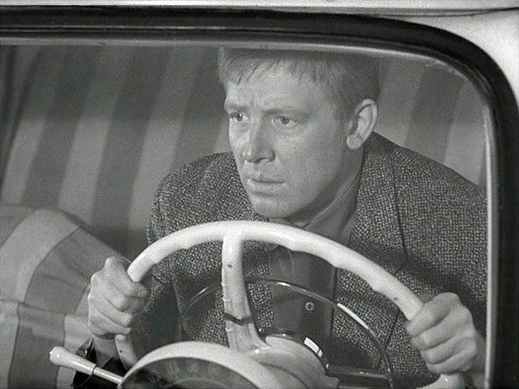 9. Специально для съемок Иннокентий Смоктуновский по настоянию Рязанова сдал на водительские права.