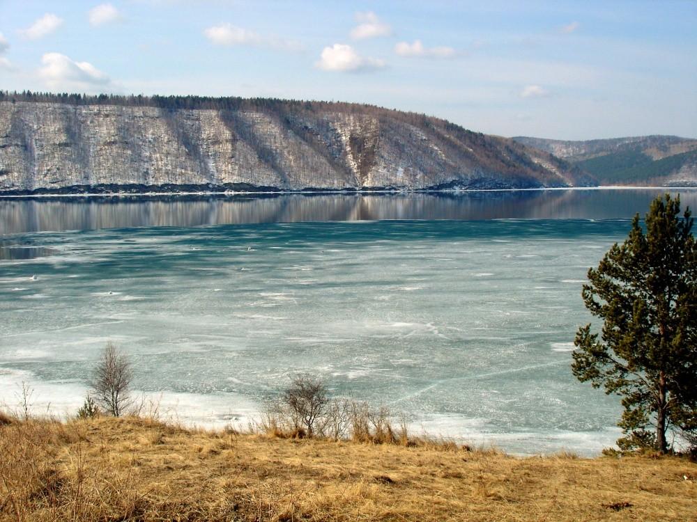 Река Ангара, Россия Некогда чистейшая река мира может исчезнуть с лица Земли, превратившись в длинну