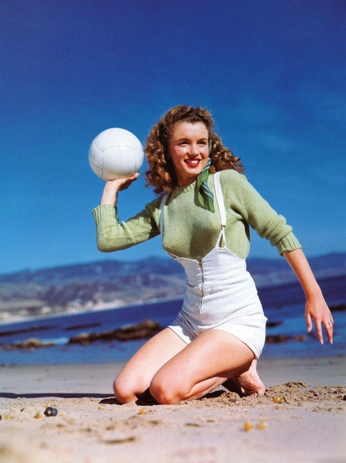 Модель Норма Джин Мортенсон. Фото Andre de Dienes, 1945 год.