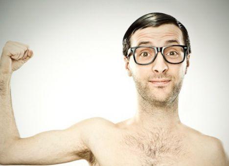 Ученые узнали, почему мужчины запоследние 30 лет стали слабее