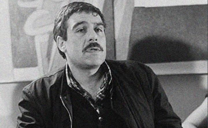 ВТаллине повесили повесили немалый портрет Сергея Довлатова