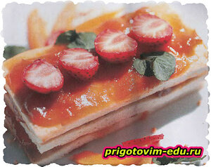 Абрикосовые пирожные с клубникой