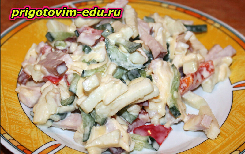 Яблочный салат с кукурузой
