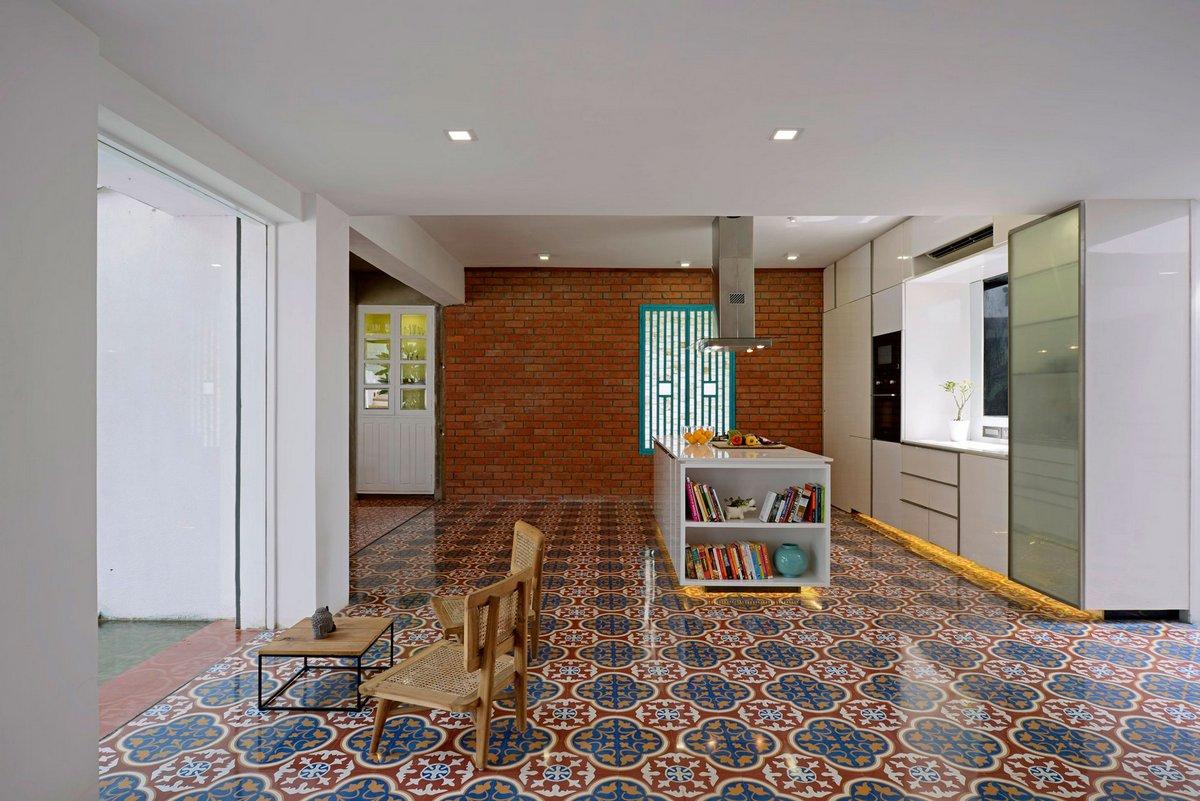 Мозаичная плитка на полу