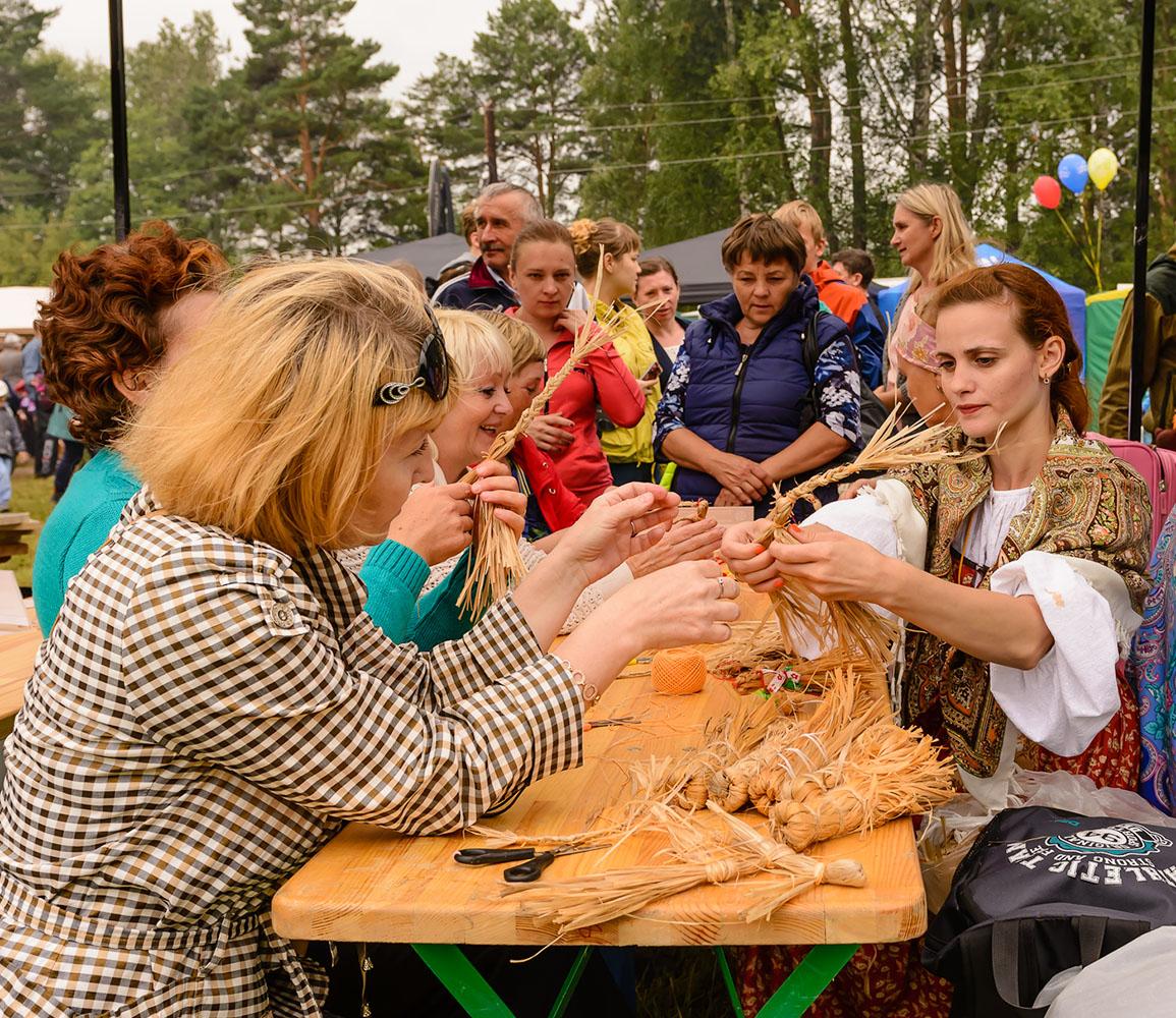 Фоторепортаж с турнира косарей в поселке Арти Свердловской области.