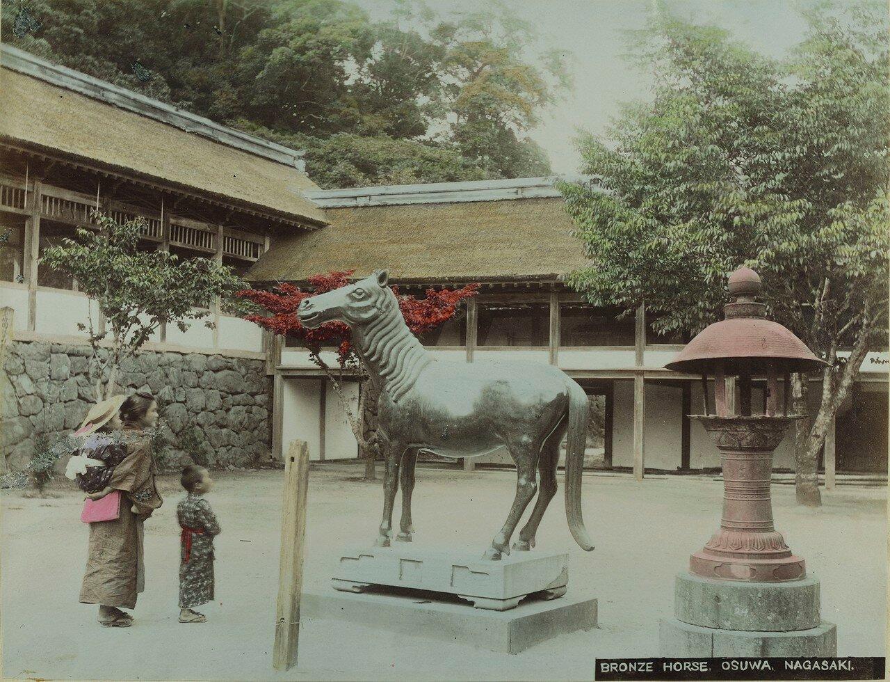 Нагасаки. Храм Осува Нара. Бронзовая лошадь