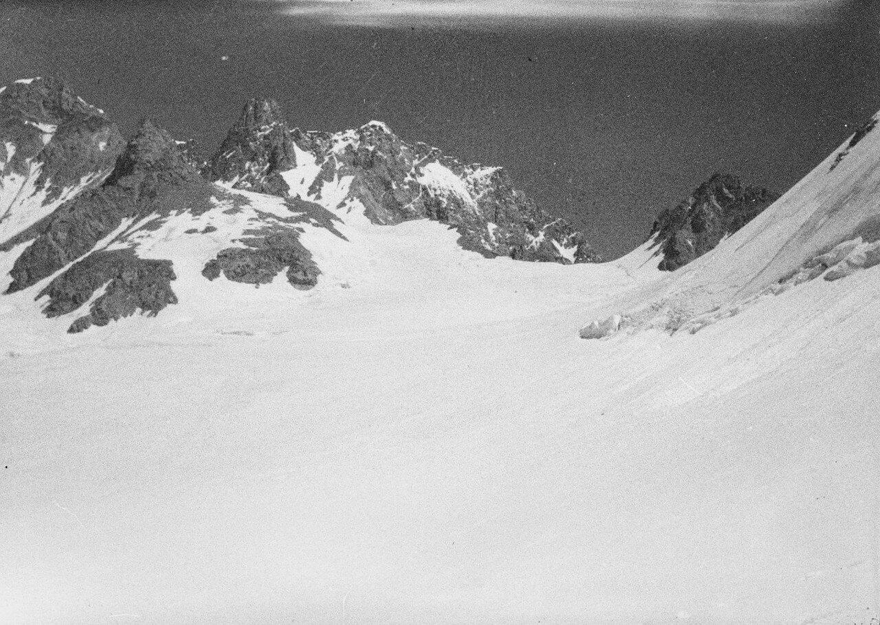 28 августа. Группа II. Экспедиция по поиску пропавшего Эдди Тусила.  Переход через перевал Дыхни-ауш