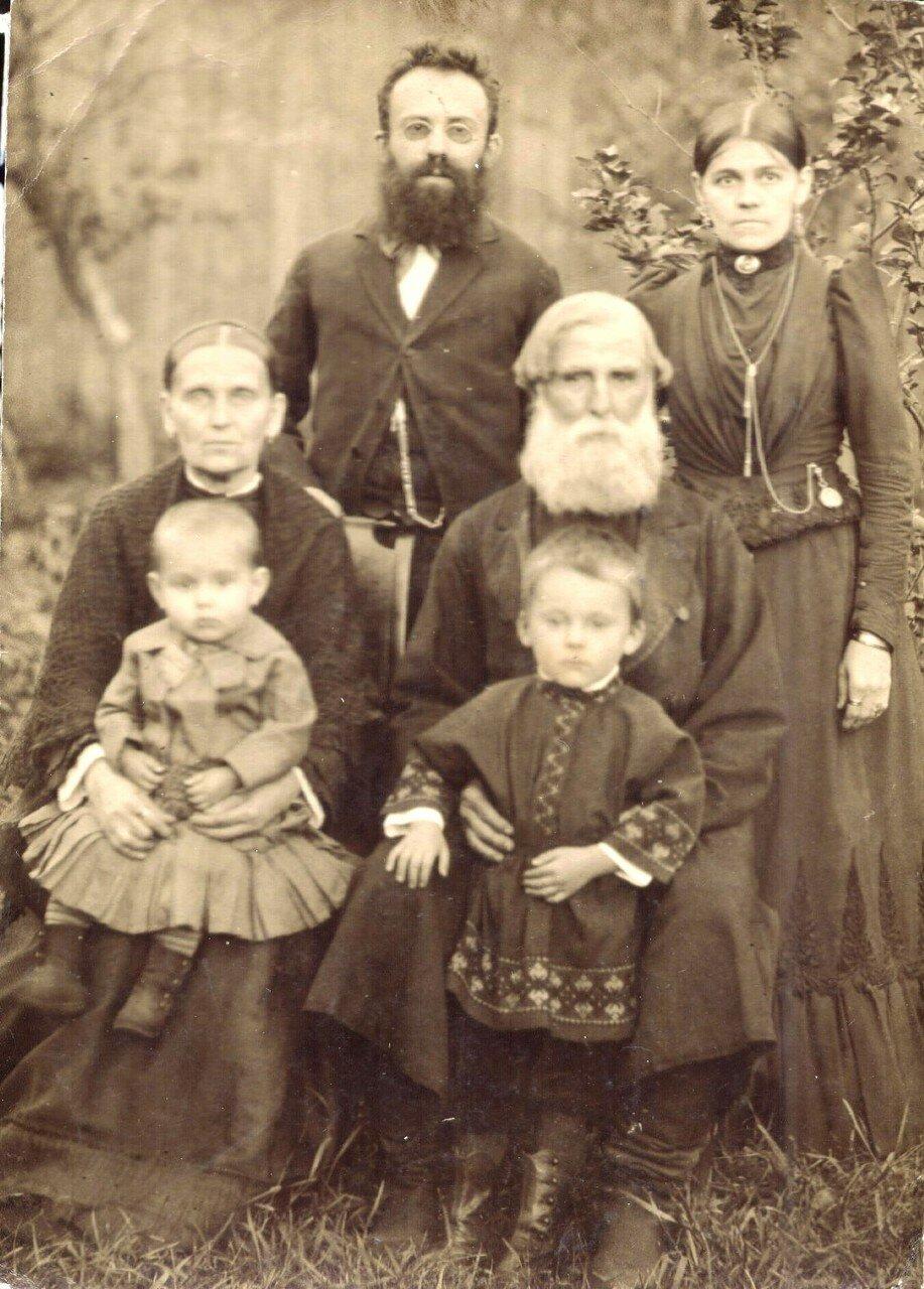 Портрет семьи Тагуновых. 1900-е