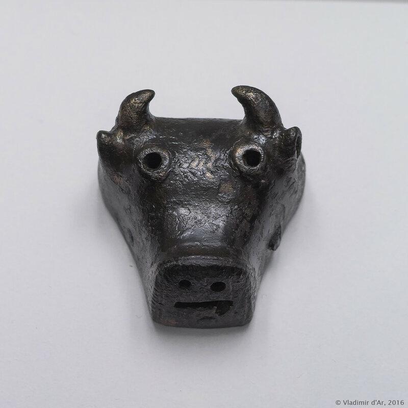 Навершие посоха-голова быка. Лчашен. XV-XIV вв. до н.э. Бронза.