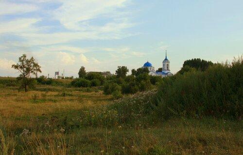 Старинный храм - защита от бессилья...
