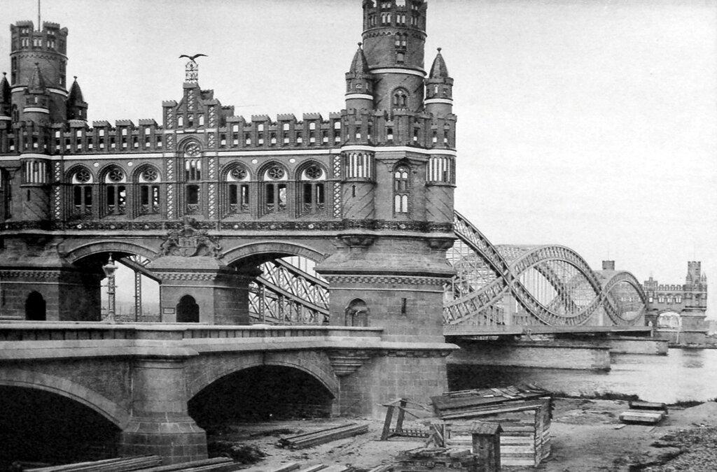 Hamburg_Portal_der_Elbbrücken_1887.jpg