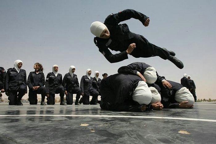 Прыг скок (радостные фотографии прыгающих людей)
