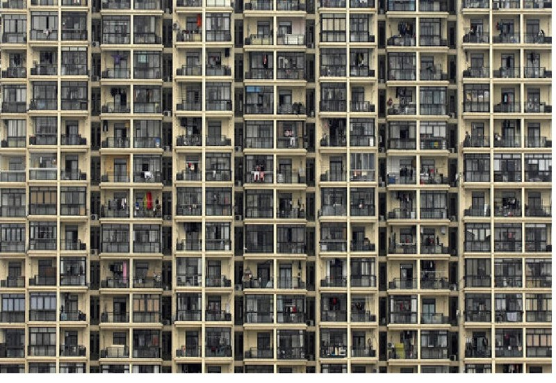 В Китае за выброшенную из окна бутылку заплатили все жильцы дома (1 фото)