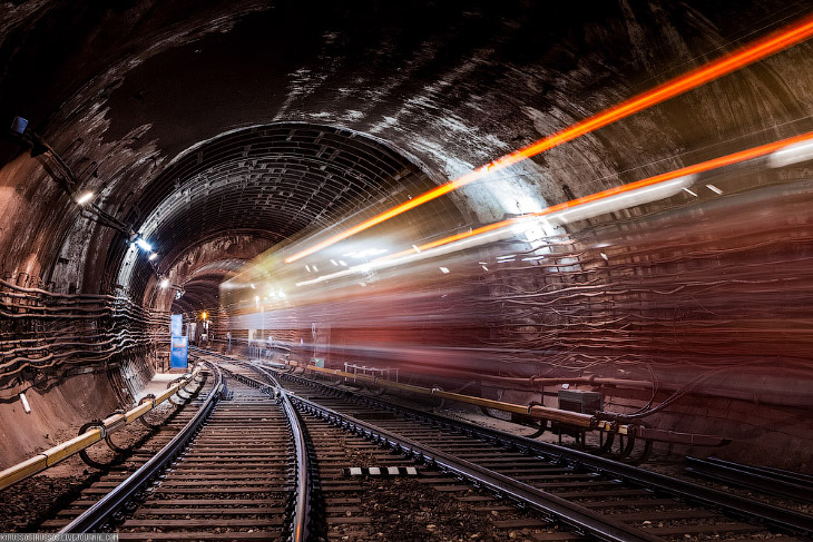 В истории мирового опыта было всего два случая установки Wi-Fi в метро , но только на станциях — так