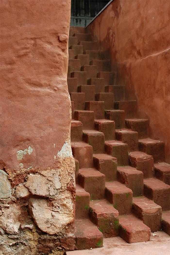 Необычные лестницы со всего мира (10 фото)