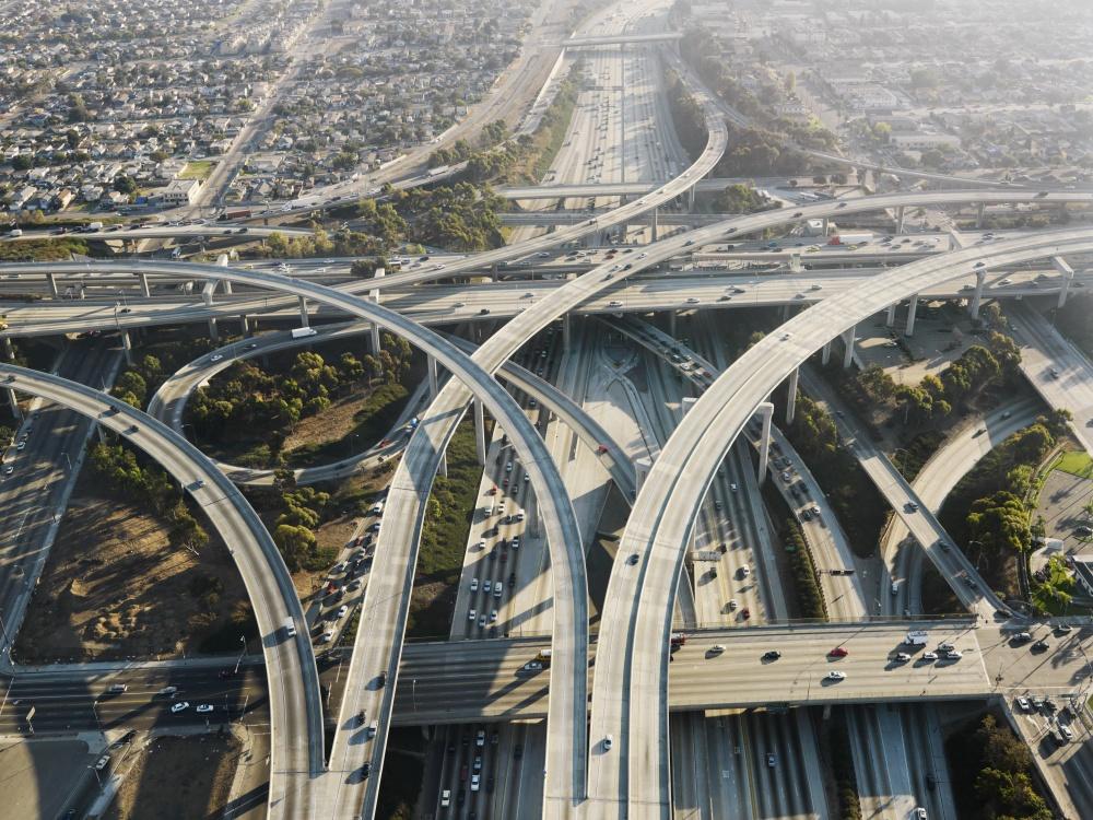 © depositphotos  Это 4-уровневая развязка для автомобилей вЛос-Анджелесе. Полос наней стольк