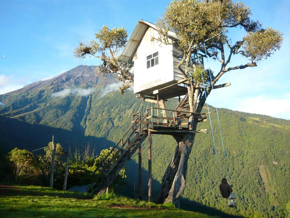 Сумасшедший качели отеля Casa Del Arbol в Эквадоре