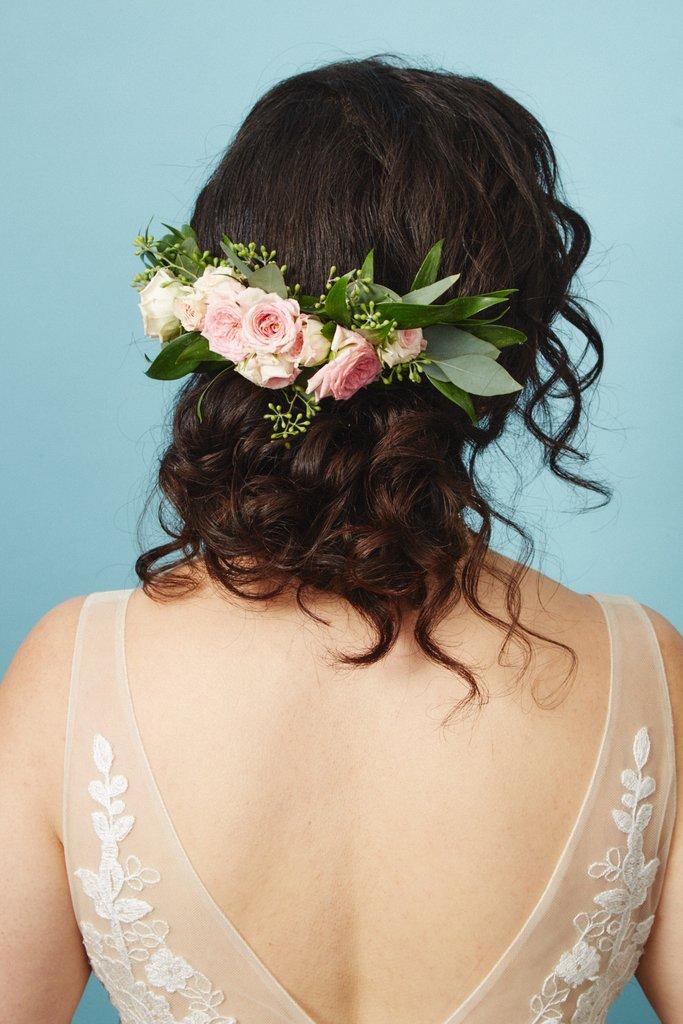 свадебные-прически-с-цветами7.jpg