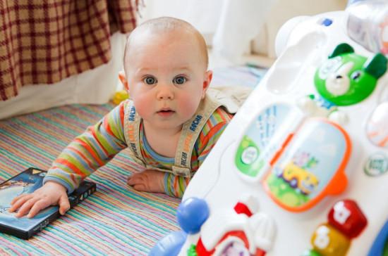 Минтруд: Женщины в РФ стали позже рожать первого ребёнка