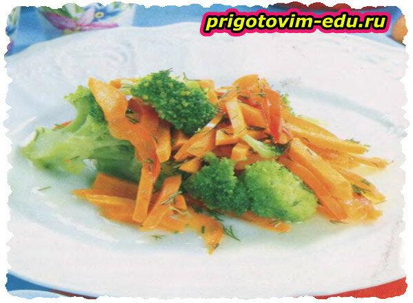 Брокколи с морковью и красным перцем