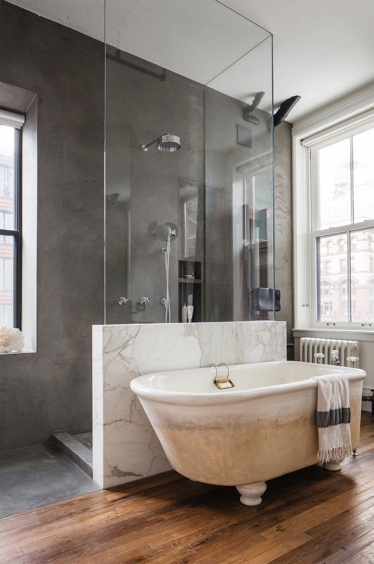 Ванна и душевая кабина в квартире