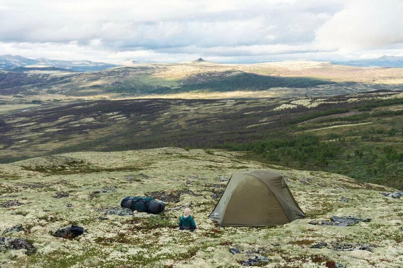 ночевка в палатке в пешем походе с ребенком (1 год) по тундре