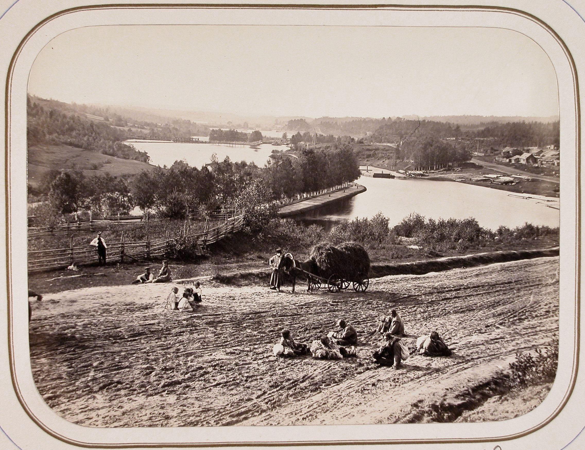 Местные жители на берегу реки Вытегры