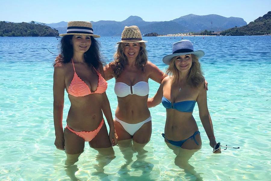 Женщины под 40 порвали пляж