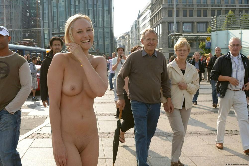 Обнаженные Девки На Публике