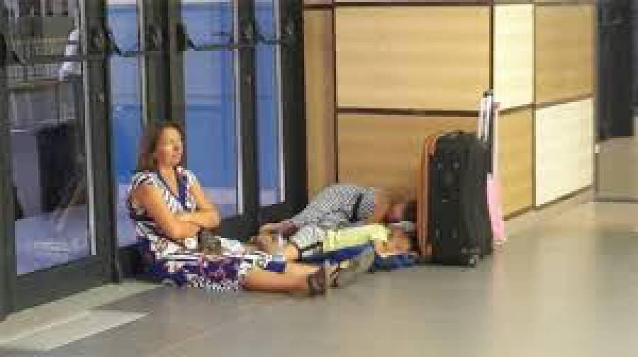 В аэропорту оккупированного Симферополя продолжаются массовые отмены рейсов в Россию