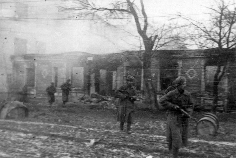 Бойцы 241-й дивизии во время боёв за Винницу