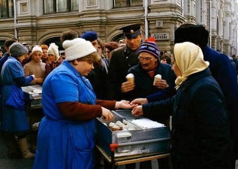 Было еще томатное мороженое, которое многие не помнят. Но те, кто пробовал, не смогут забыть его вку