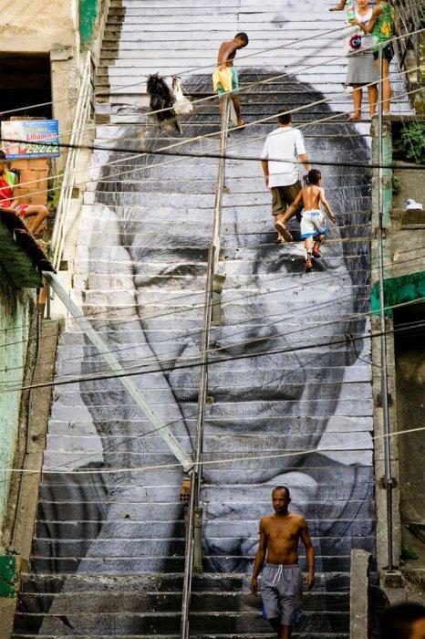 7. Ступеньки с женским лицом (Бразилия) Стрит-арт в Рио де Жанейро.